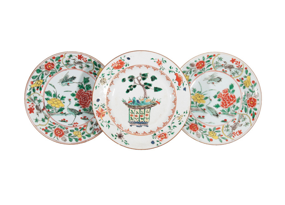 A set of 3 'Famille Verte' plates
