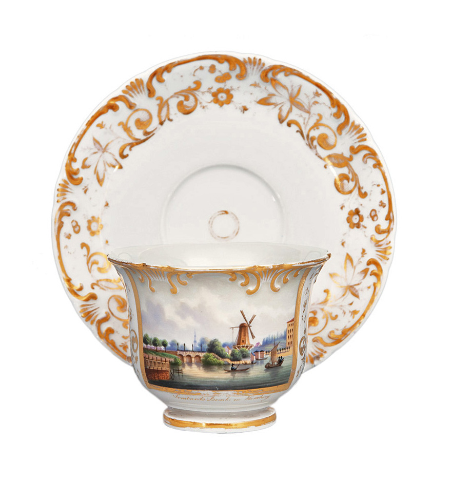 A topographical cup with Hamburg motif
