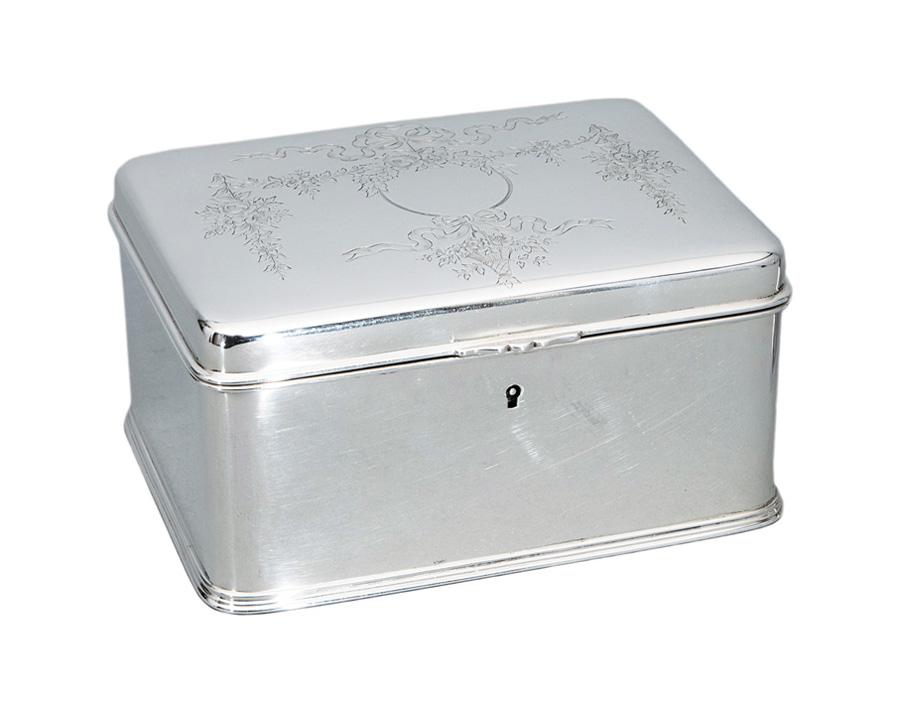 A fine jewellery case with engraved decor