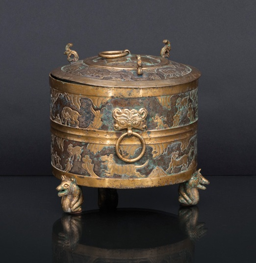 A rare bronze cover vessel 'LIAN' with gilt animal relief