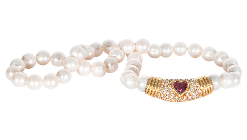 A pearl necklace with highquality sapphire diamond clasp