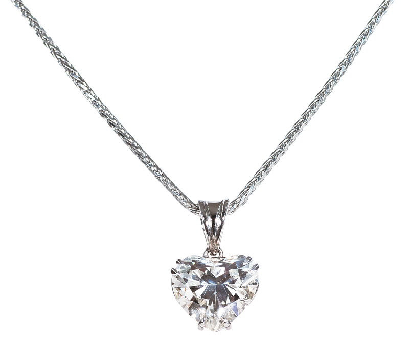 A highquality diamond heart pendant with necklace