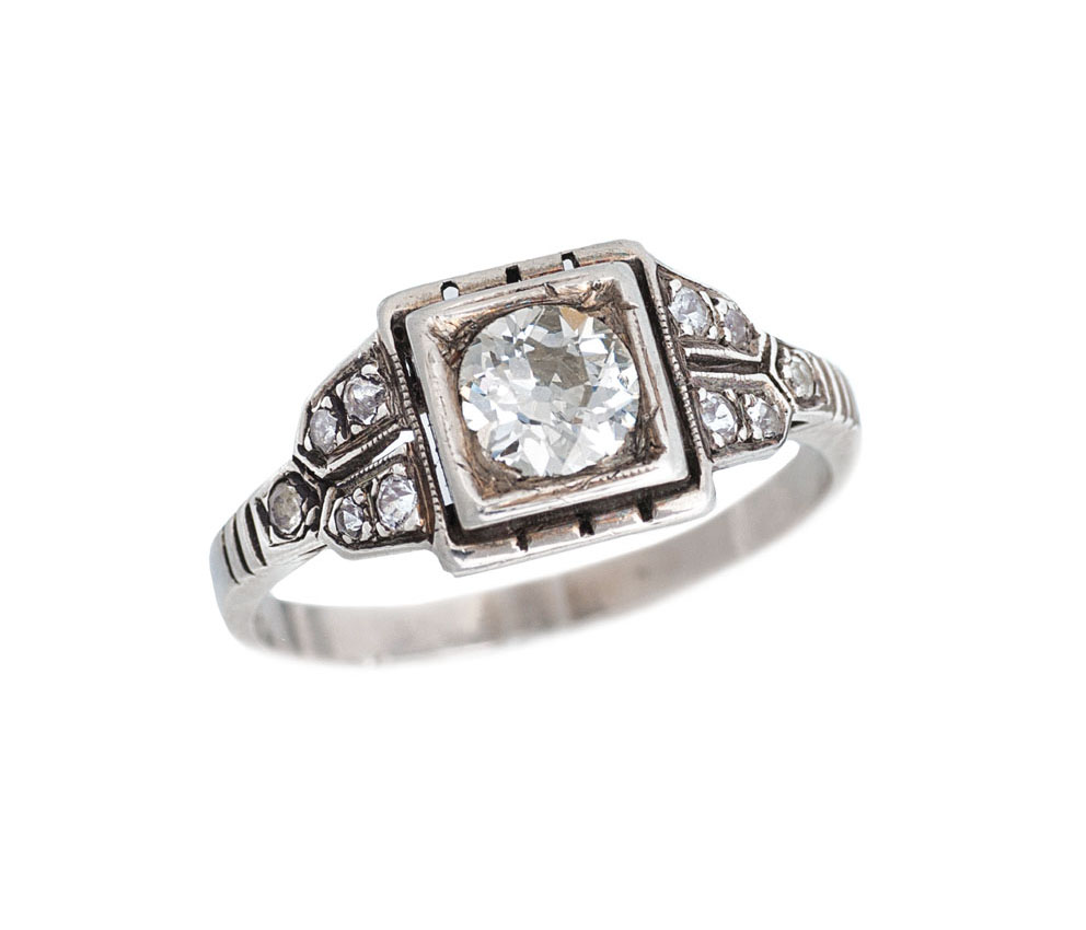 An Art-Nouveau diamond ring