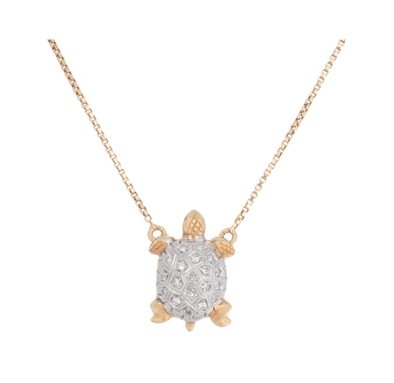A small diamond pendant 'Turtle' with necklace
