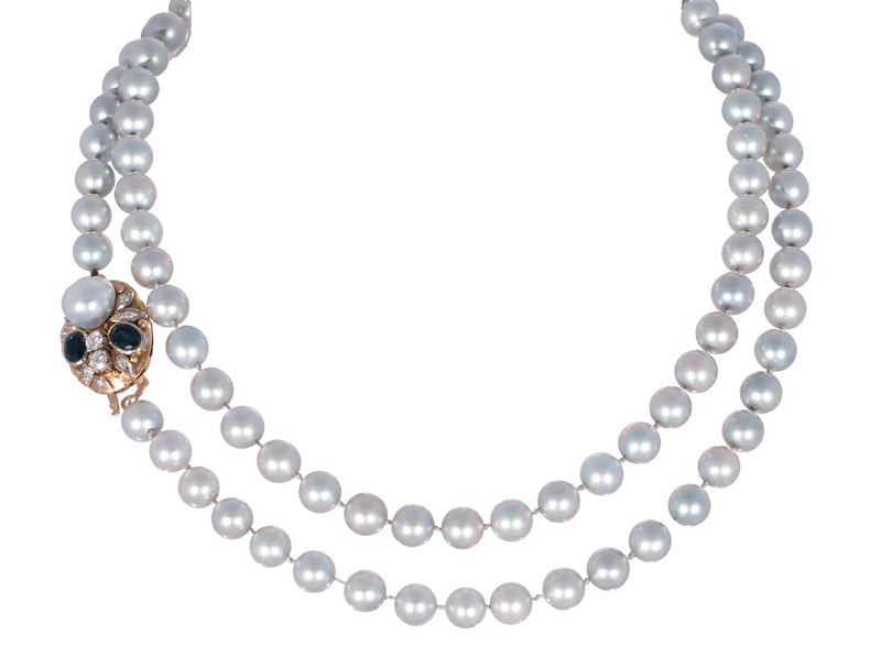 A long pearl necklace with sapphire diamond clasp