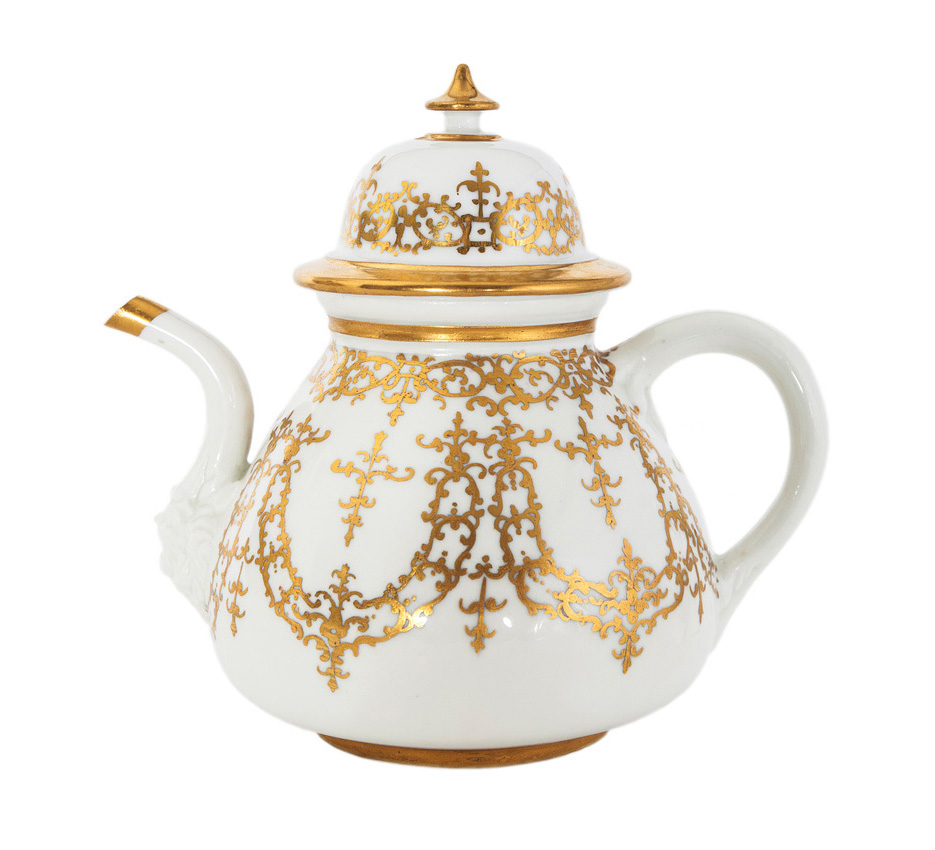A rare teapot with gold decoration after Johann Georg Funke