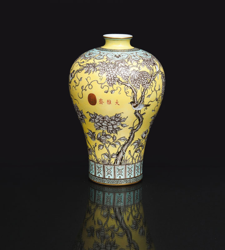 A tall 'Dayazhai' Meiping vase