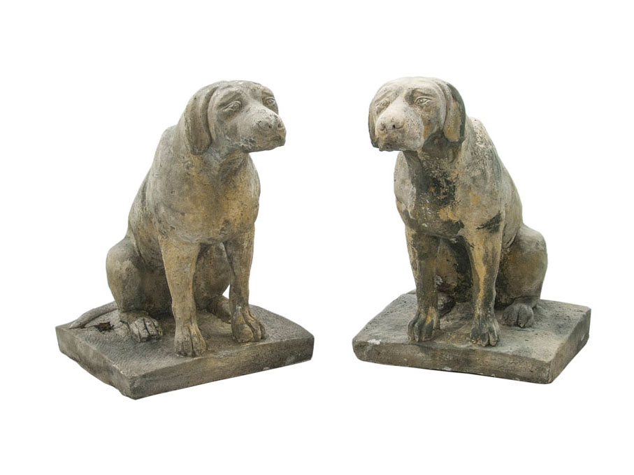 A pair of garten decorations 'Hunting dog'
