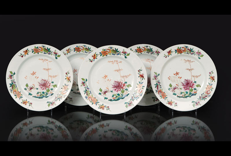 A set of 5 'Famille Rose' plates with chrysanthemum flowers and bamboo