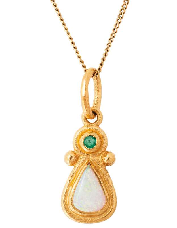 An opal jewelry set with pendant, necklace and two rings
