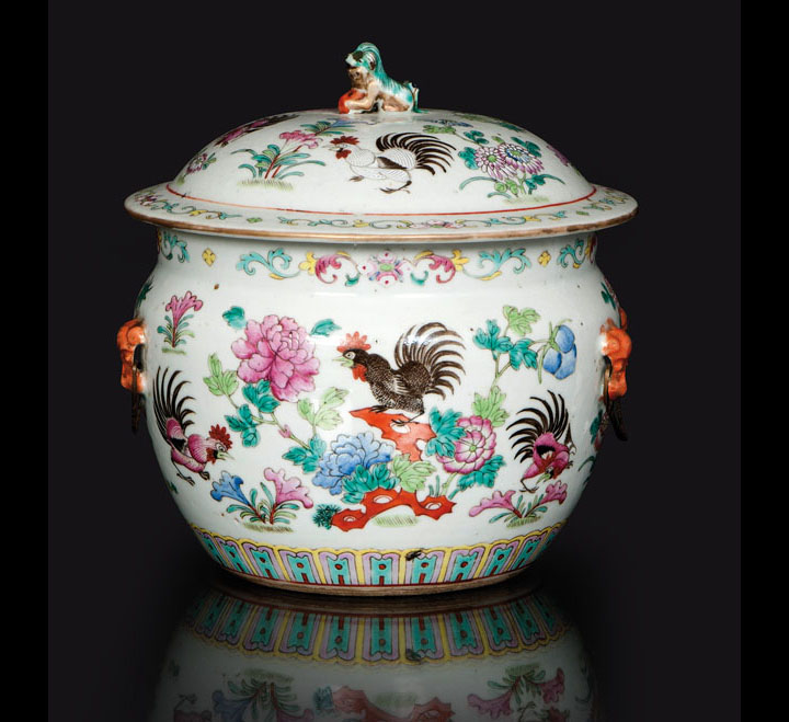 A big famille-rose jar with lid 'Rooster'