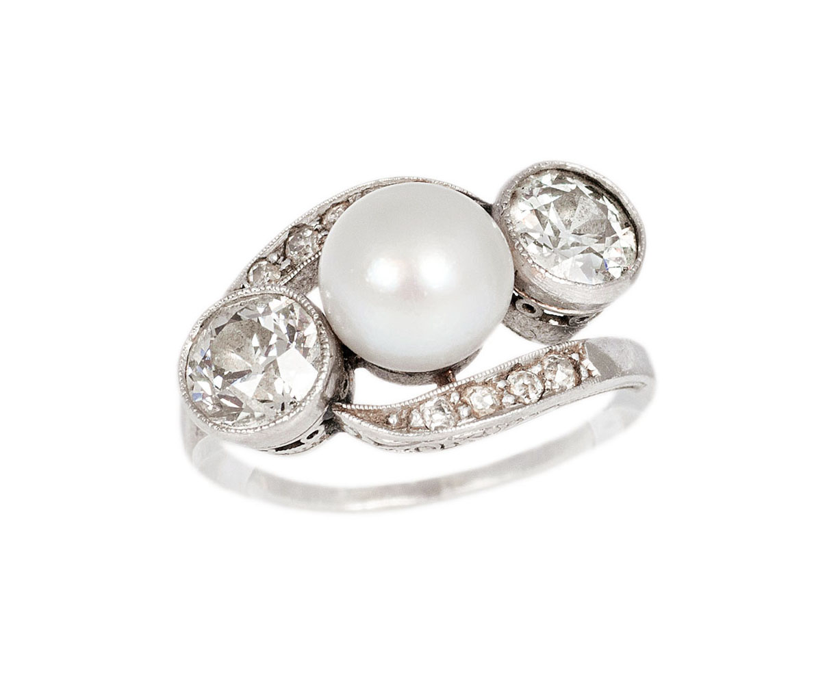 A diamond pearl ring