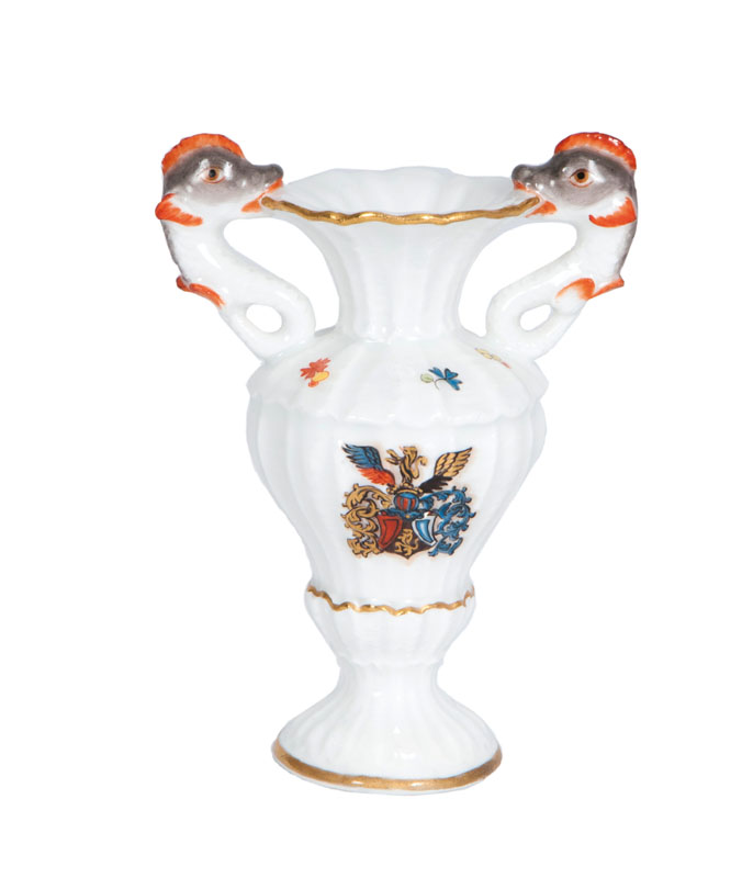 A rare miniature vase with the coat of arms of the Earl of Hennicke