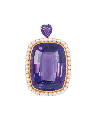A pendant with amethyst and small pearls