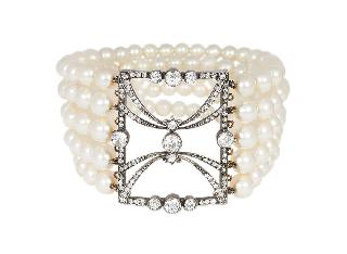 A pearl bracelet with Art-Nouveau diamond clasp