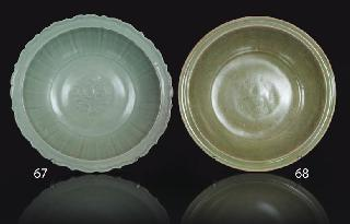A large longquan celadon-dish with barbed rim