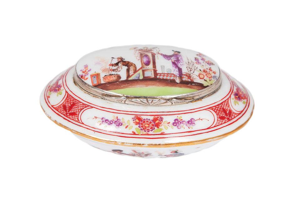 A fine and rare 'K.P.M.' oval box with Chinoiserie painting