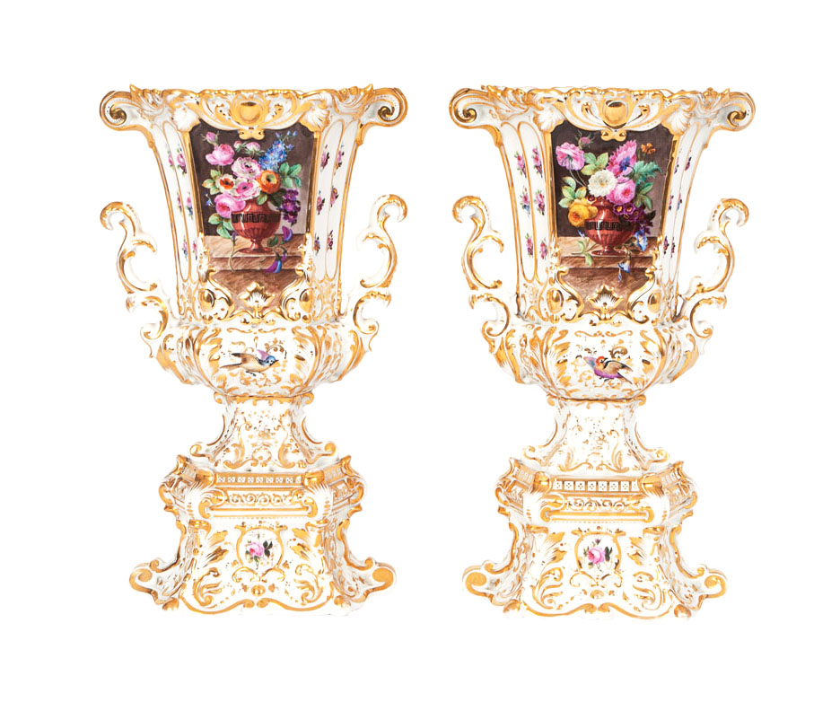 A pair of pompous vases with rich gold decoration and flower painting