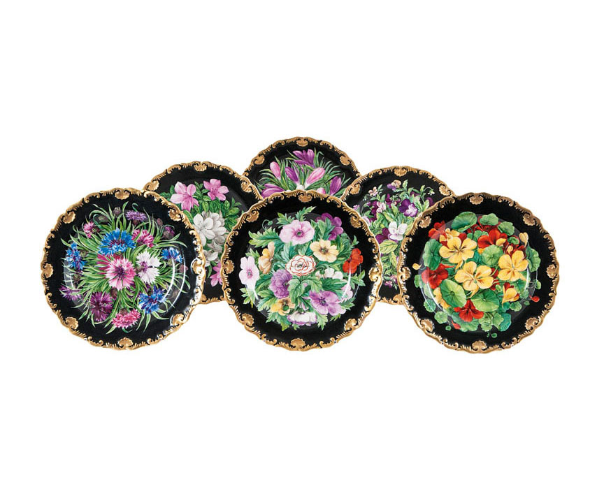 A set of 6 plates with very rich flower painting