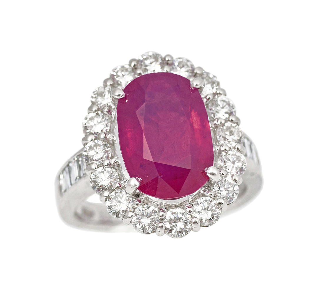 A splendid ruby ring with diamonds