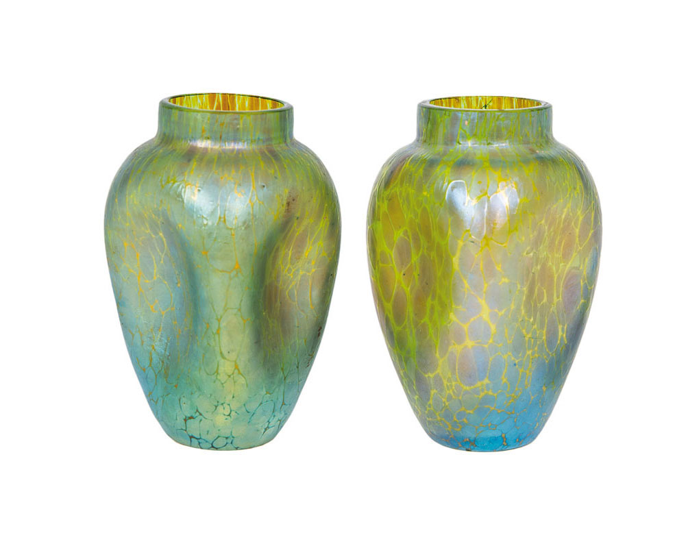 A pair of small glass vases with 'Candia Papillon'-decor