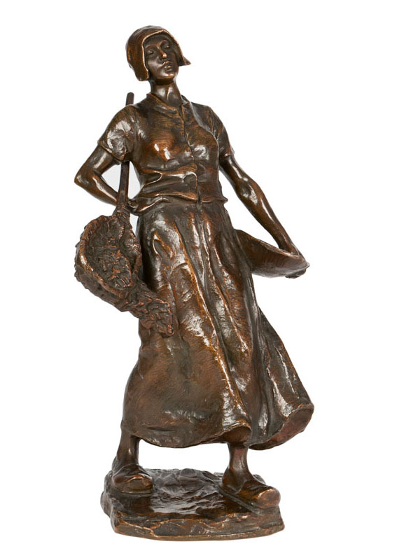 A bronze sculpture 'Fisherwoman on the way home'