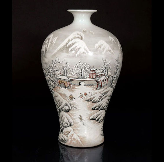 A famille rose and grisaille 'Snowy landscape' meiping vase