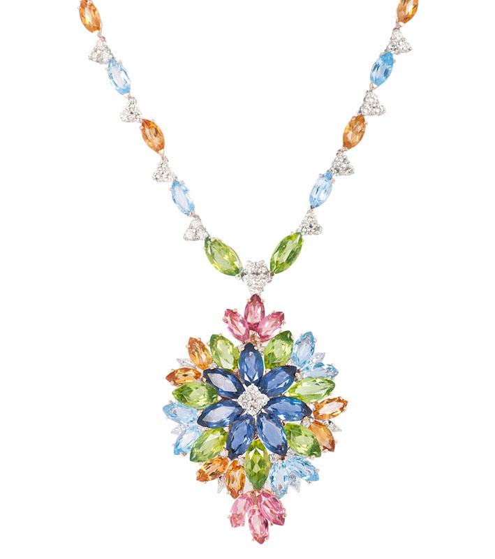 A splendid precious stone necklace