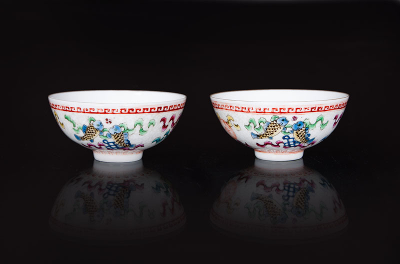 A pair of small famille-rose bowls 'Eight Buddhist Symbols'
