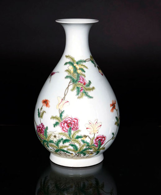A famille rose bottle vase 'Flowers and Butterflies'