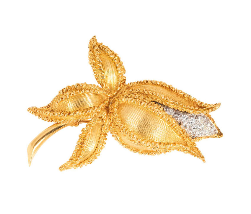 An english vintage flowerbrooch with diamonds by Kutchinsky