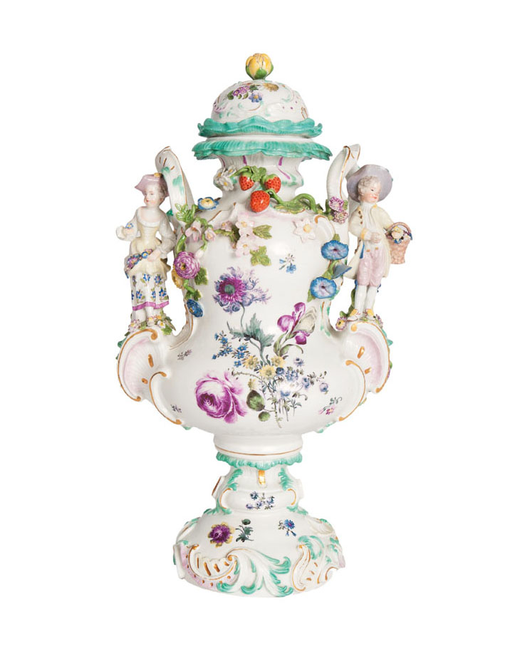 A magnificent potpourri vase with two childs as gardeners