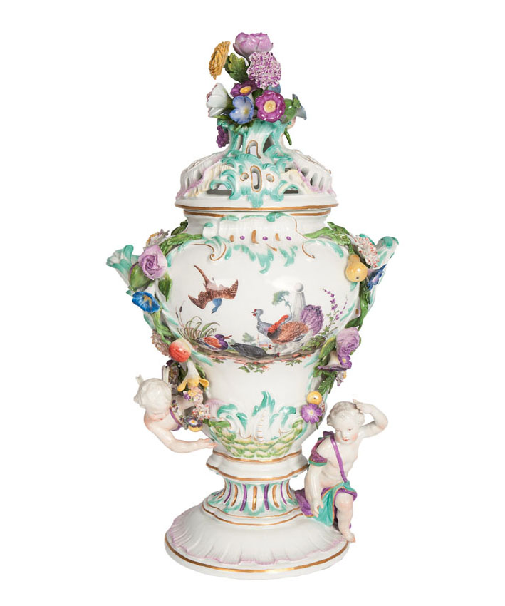 A magnificent potpourri vase with poultry painting