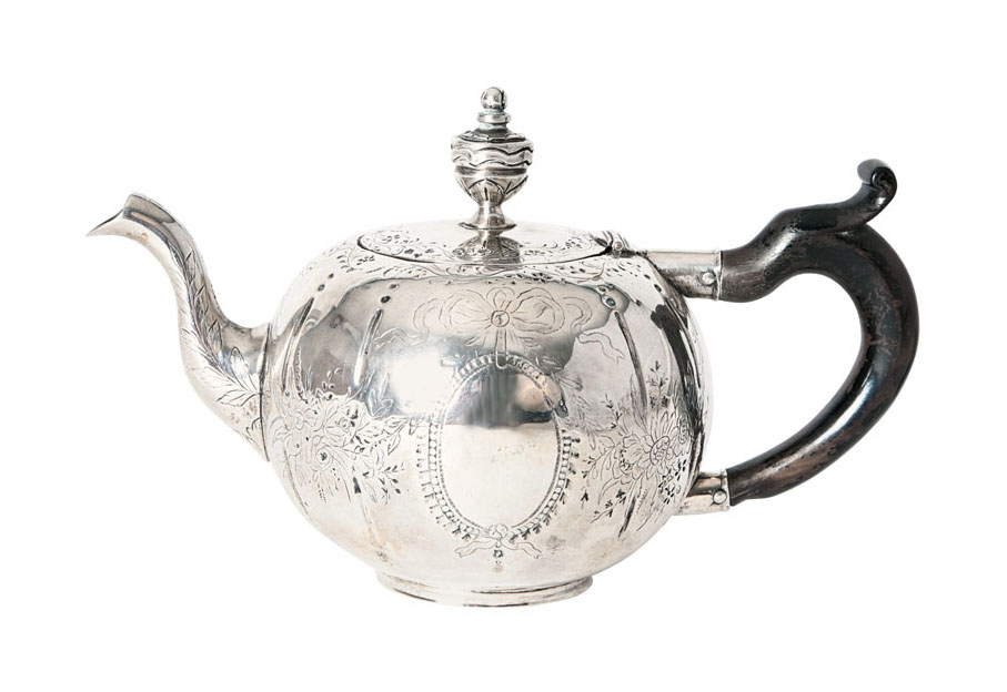A fine teapot with engraved Louis Seize pattern