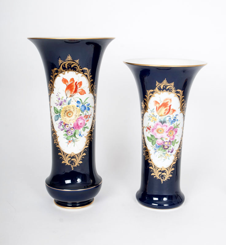 A pair of trumpet-shaped vases with flower painting