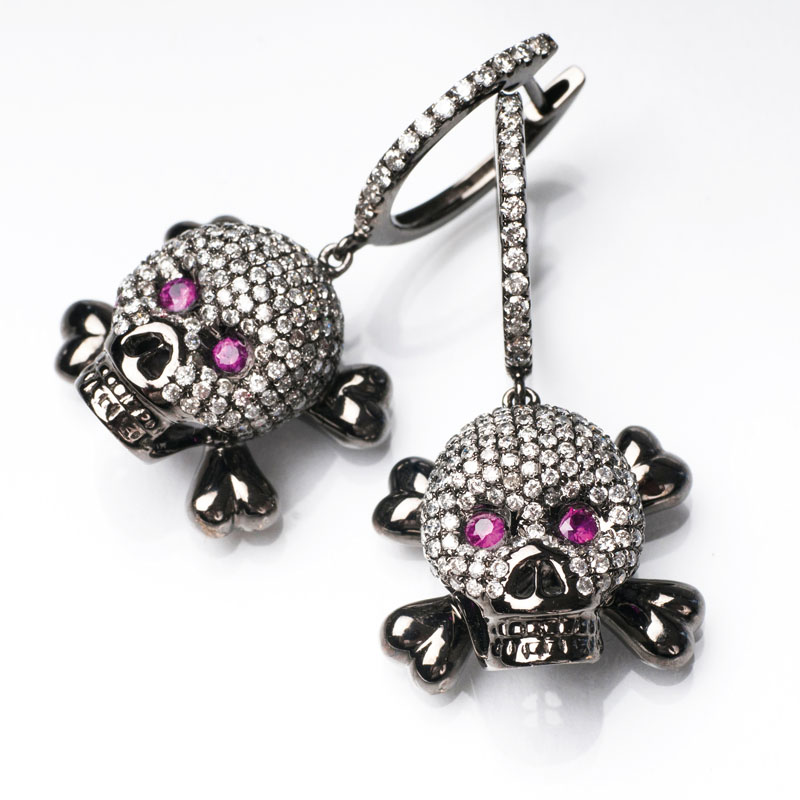 A pair of diamond earrings 'Skull'