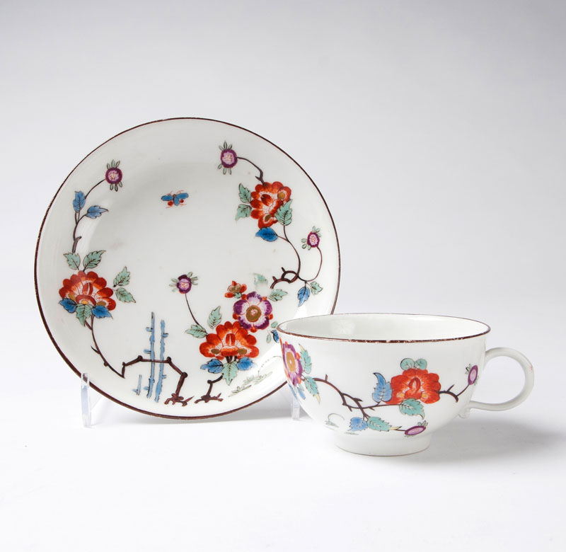 A cup with kakiemon decor