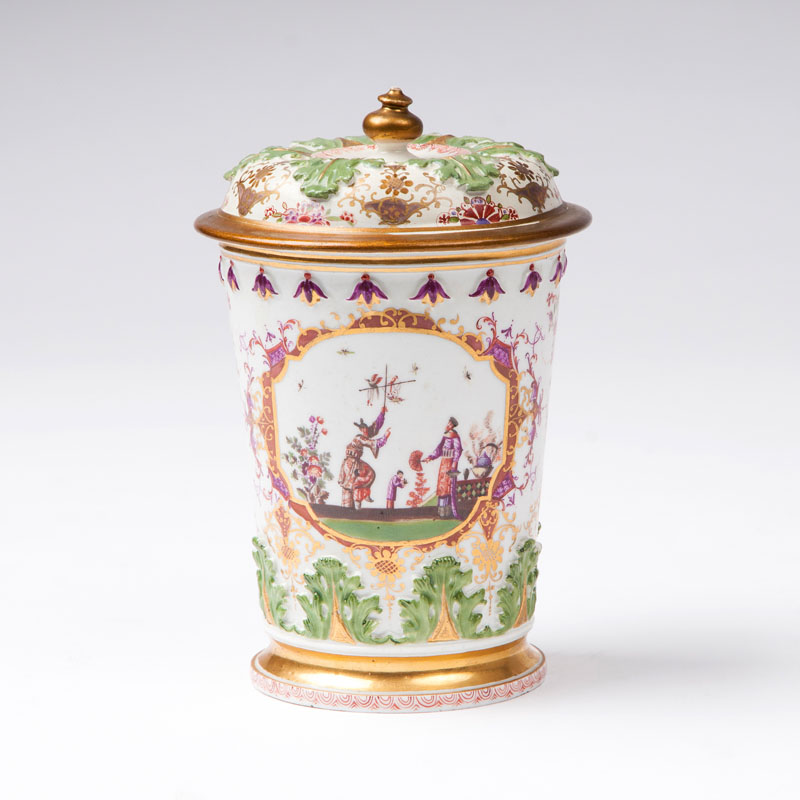 A rare lidded beaker with Höroldt-chinoiseries