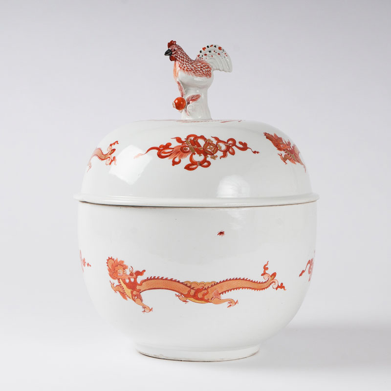 A museum-like lidded tureen with cock-shaped finial from the service with the 'Red Dragon'