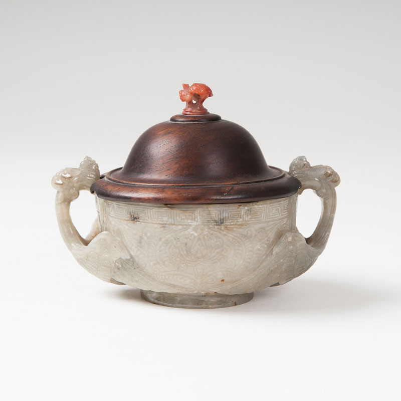 A decorative lidded jade-bowl