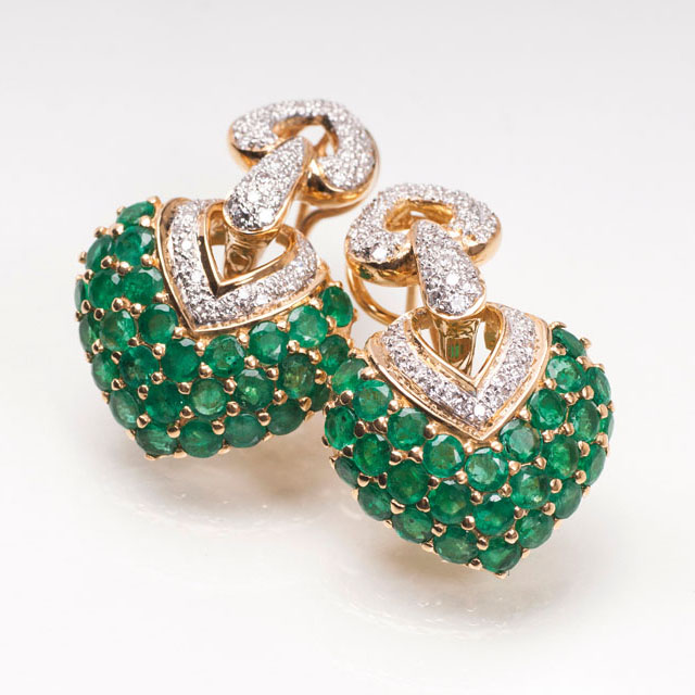 A pair of emerald diamond earrings 'Hearts'