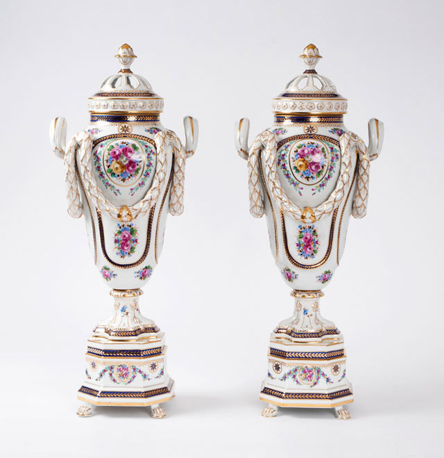 A pair of magnificent potpourri vases in neoclassical style
