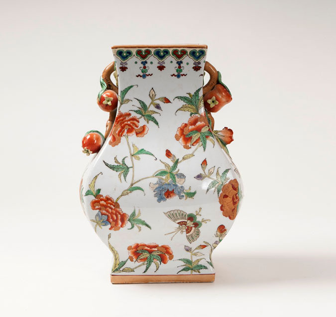 An extraordinary palace vase in Hu-shape