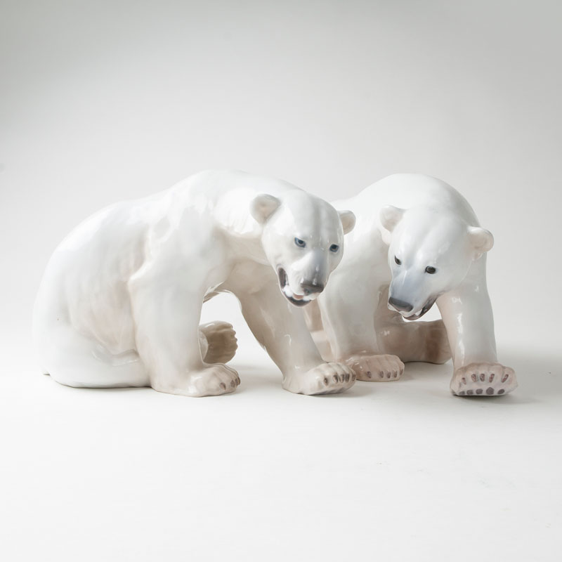 Two porcelain figures 'sitting polar bears'