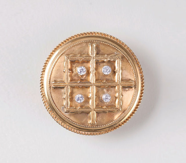 A golden brooch with diamond setting