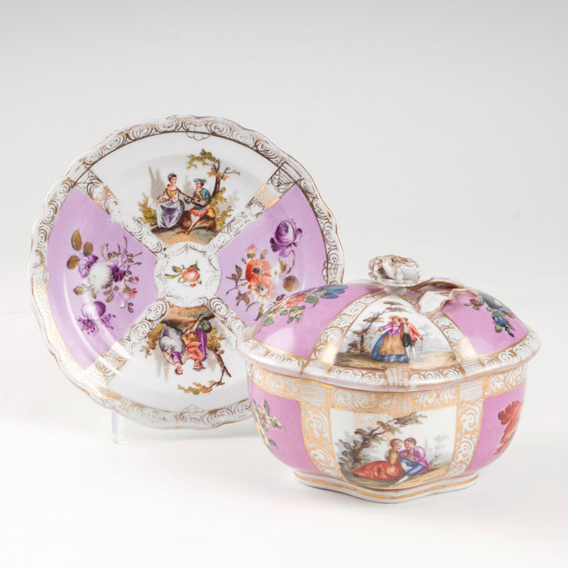 A small lidded tureen with Watteau-scenes