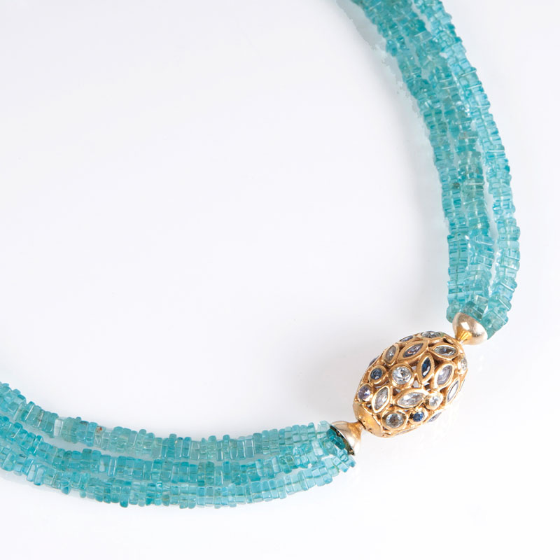 An apatite necklace with precious clasp