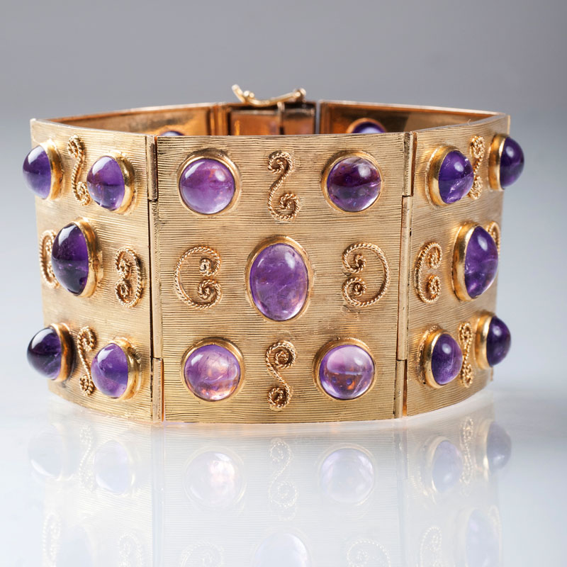 A Vintage golden bracelet with amethysts