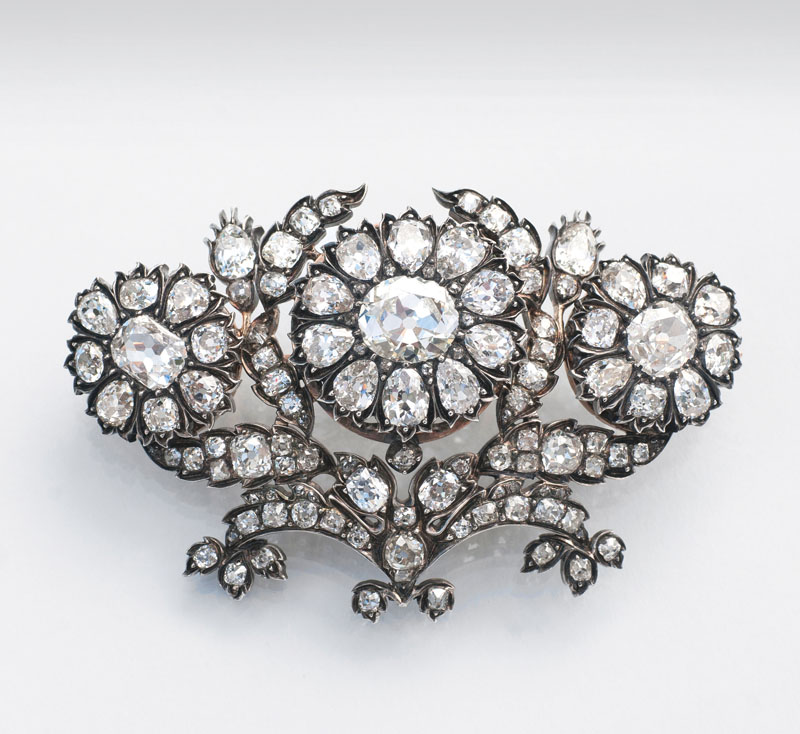 A significant highcarat Fin-de-Siècle flowerbrooch with old cut diamonds