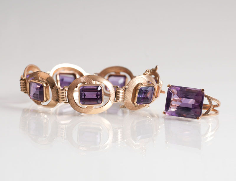 An amethyst jewelry set with bracelet and ring